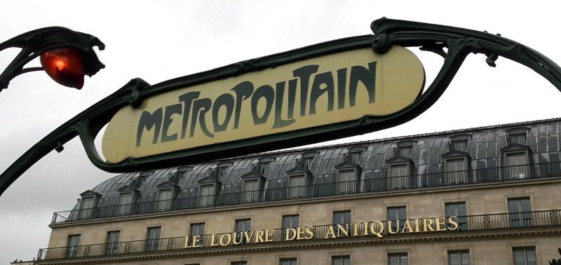 Metropolitain sign in Paris