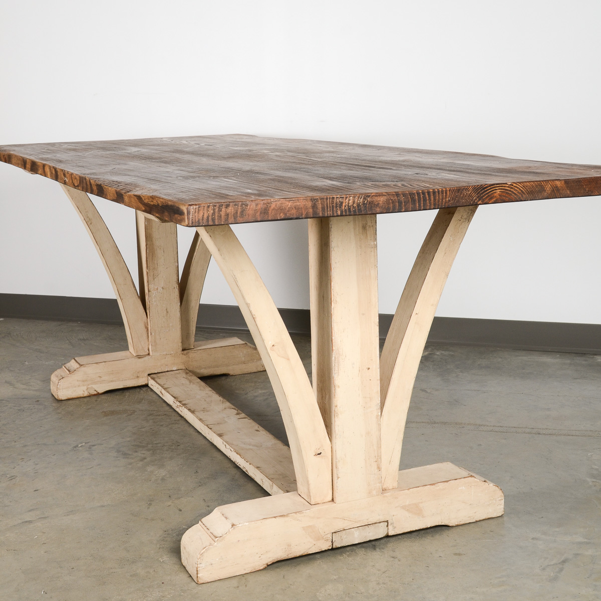 v leg dining table