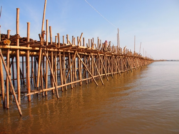Kampong Cham bamboo bridge (photo: Paul Arps, CC-BY 2.0)