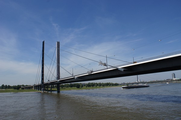 The second cable-stayed Rhine crossing in Düsseldorf
