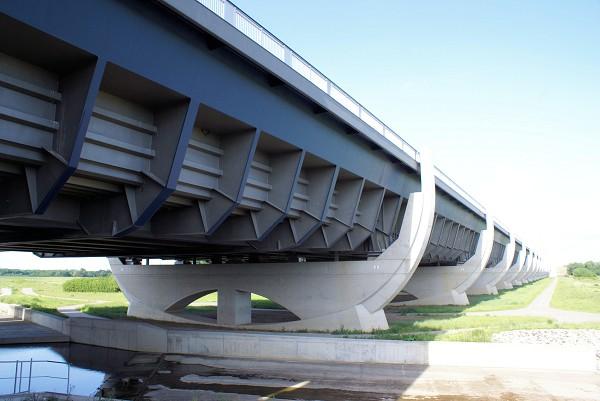 2002: Kanalbrücke Magdeburg, Deutschland