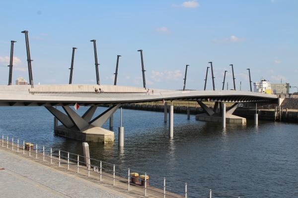 Baakenhafen Bridge, Hamburg (photo: Inge Kanakaris-Wirtl)