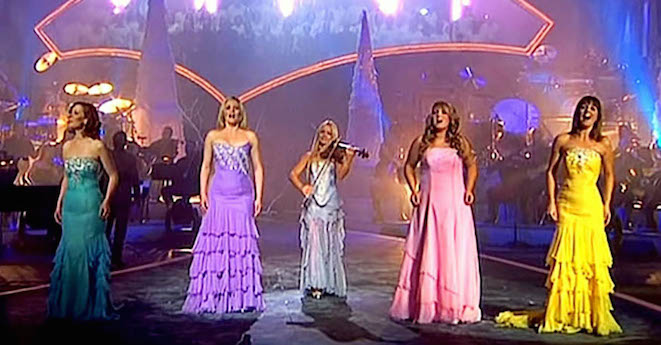 "The Celtic Woman Sing ""O Holy Night"" And Moves The Crowd To Tears"