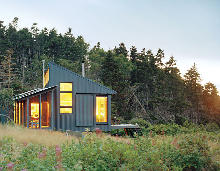 Green Cottage Getaway in Maine