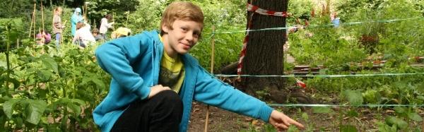 Foto: Schüler präsentiert Acker