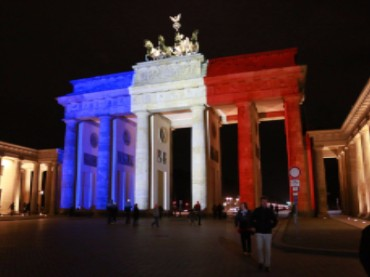 A World United: 7 Beautiful Pictures of Solidarity with Paris
