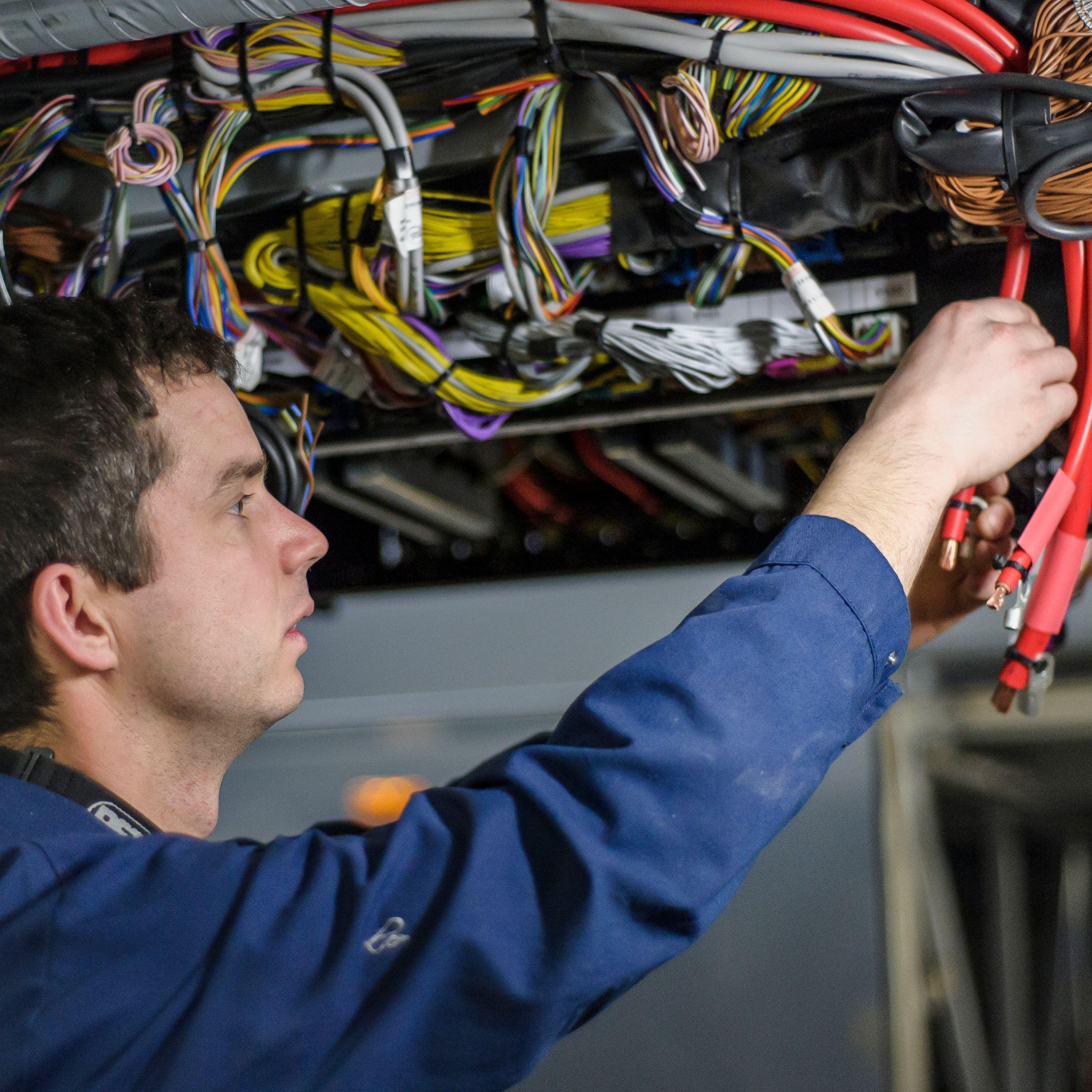 monter przewodów elektr
