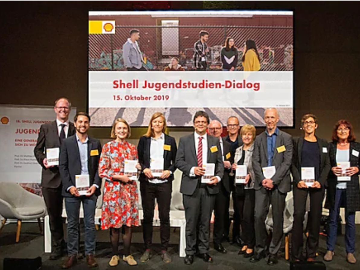 Quelle: https://www.shell.de/ueber-uns/shell-jugendstudie/we-have-to-do-politics-for-with-and-from-youth.html