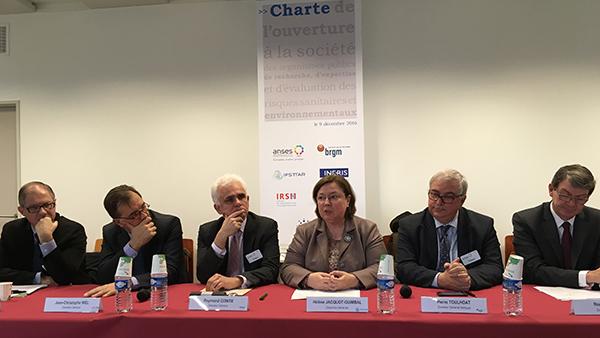 Le BRGM signe la charte de l'ouverture à la société civile
