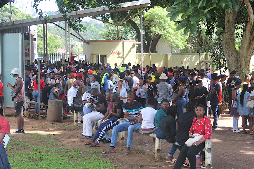 hundreds of hopefuls seek spaces at dut