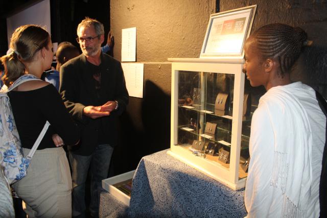 Chris de Beer exhibition and op