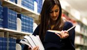 beeld lezende vrouw
