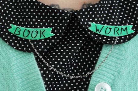 Bookworm sweater clip