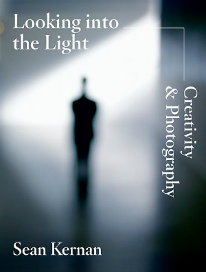 eBook Looking into the Light by Sean Kernan