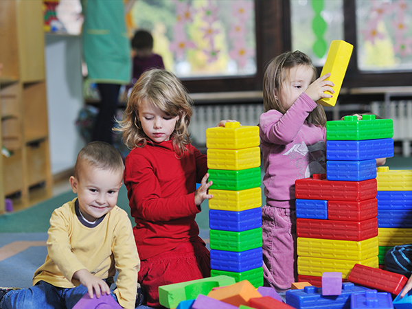 Kindergartens - Children playing with blocks