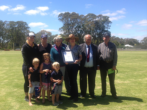 Community Event of the Year 2017 the Aspley Cup, Apsley Race Club members with Mayor Bruce Meyer