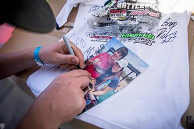 Darren Hardesty Jr. HotSauce, Autograph Signing, Baja Fans