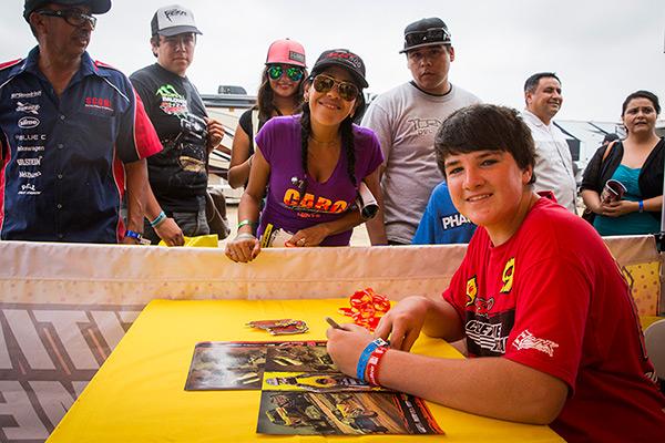 Darren Hardesty Jr Signing Autographs For Fans in Baja