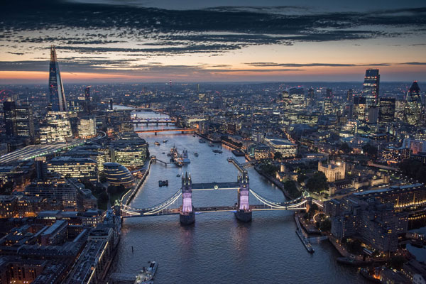 Jason Hawkes - London at twilight
