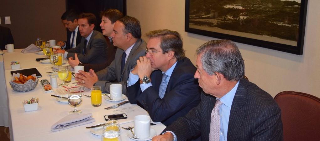 Al desayuno de trabajo asistieron, además el Secretario de Seguridad de Bogotá, Daniel Mejía; el Presidente de Asocapitales, Fernando Guzmán, y el Senador Germán Varón Cotrino, ponente de la iniciativa en el Senado.