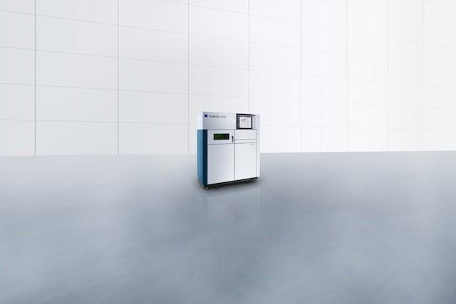 Die «TruPrint 1000» ist ein kompakter 3D-Drucker, der metallisches Pulver per Laser aufschmilzt und Bauteile geniert.