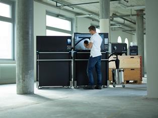 Ergonomische Systemlösung für den professionellen 3D-Druck: Die «Sintratec S2» besteht aus drei Hauptmodulen und ist mit mehreren Zusatzmodulen beliebig erweiterbar. (Bild: Sintratec)