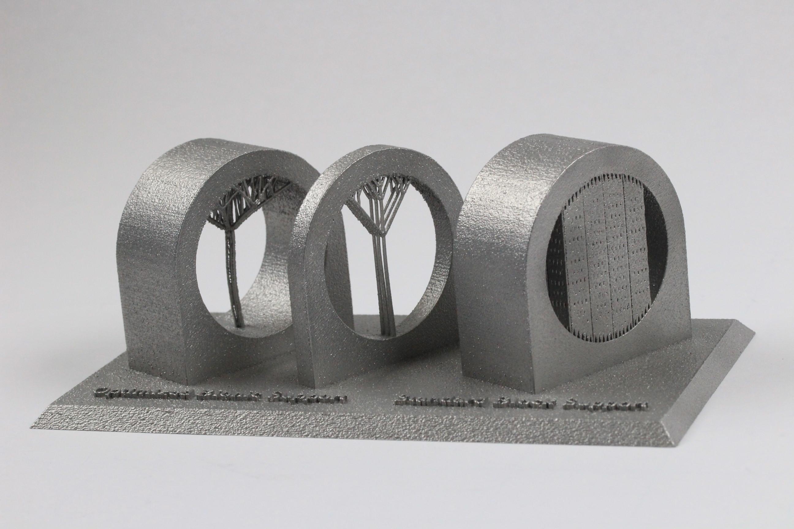 Leichtbau mittels 3D-Druck beim Flugzeugbau: Bio-inspirierte Supports ermöglichen Materialersparnisse von 70 bis 90 Prozent gegenüber herkömmlichen Supports. Gleichzeitig verringert sich dadurch die Belichtungszeit, wodurch Herstellungskosten gesenkt werden. (Bilder: Fraunhofer IAPT)