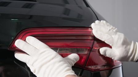 Die J750 ermöglicht dem Kunststoff-3D-Druck-Zentrum von Audi, vollständig transparente, mehrfarbige Deckgläser für Rückleuchten in einem einzigen Druckvorgang herzustellen. (Bilde: Stratasy)