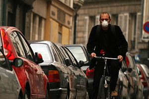 Man biking with respiratory mask (Getty Images)