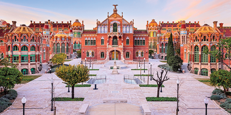 Students visit Hospital de Sant Pau in Barcelona