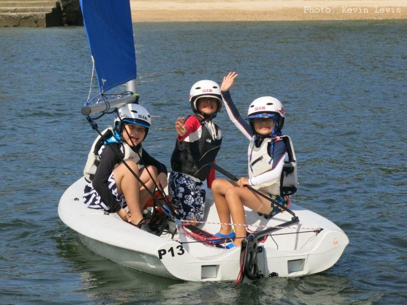 Kids sailing at Hebe Haven Yacht Club