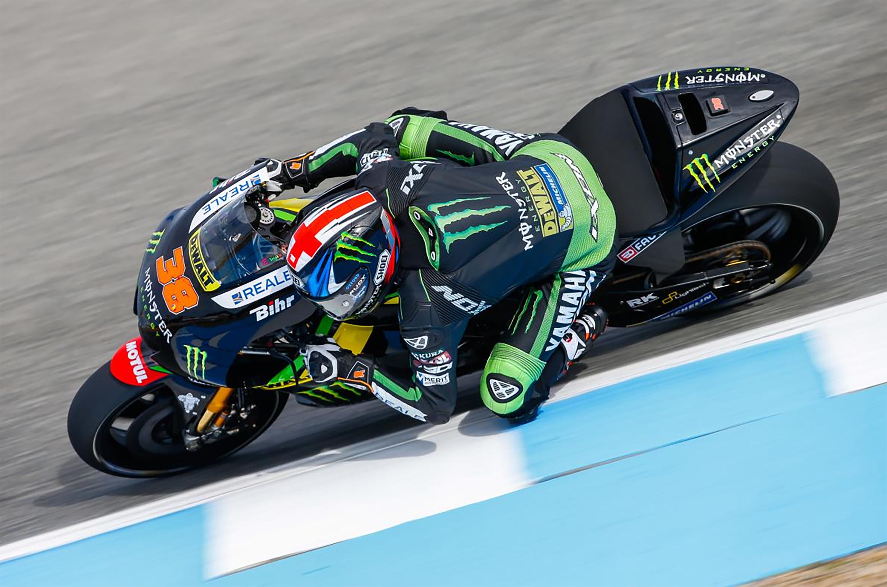 Bradley Smith, pilote MotoGP participant au développement de l'airbag In&Motion pour Ixon