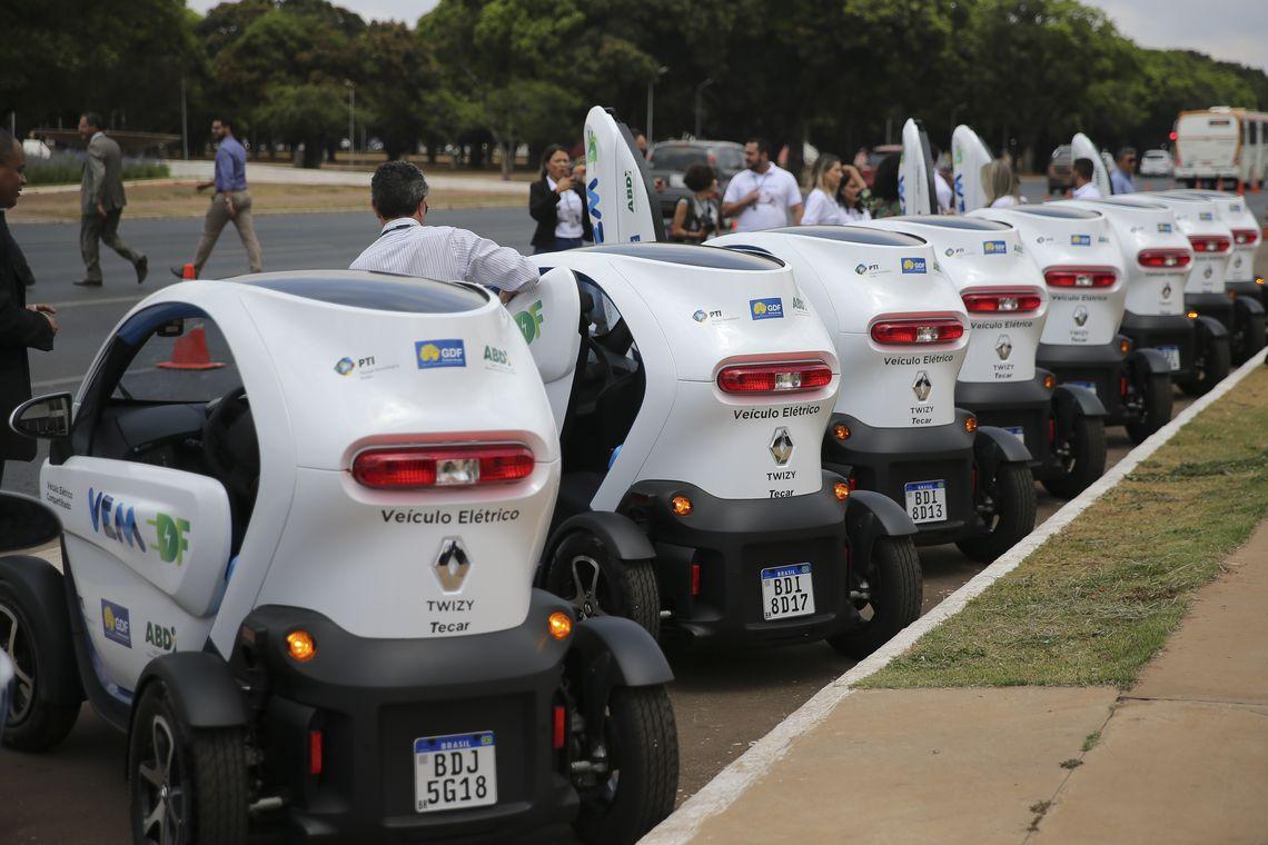 Servidores do governo do Distrito Federal vão rodar de Twizy, um elétrico de dois lugares da Renault.