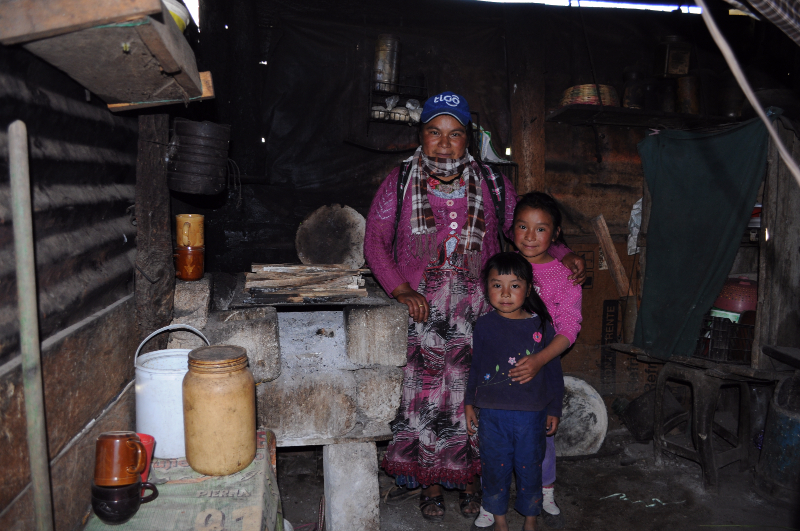 Doña Sonia and her children