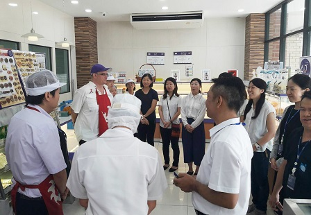 Exchange of information with the bakery staff