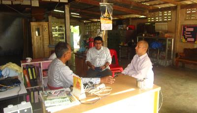 Small group discussion among CIAI officers and local participants