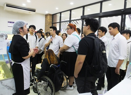 Interaction with the 60 Plus+ Bakery & Cafe staff with disabilities