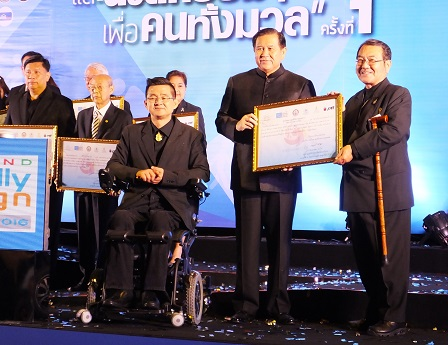 APCD Executive Director Mr. Akiie Ninomiya receiving the Friendly Design Award 2016 from Deputy Prime Minister General Thanasak Patimapakorn and Mr. Krisana Lalai, President of the Organizing Committee for Thailand Friendly Design Expo 2016