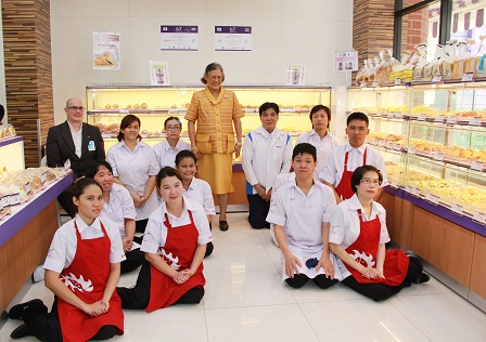 Group photo with HRH Princess Maha Chakri Sirindhorn and the 60 Plus+ Bakery & Cafe staff with disabilities