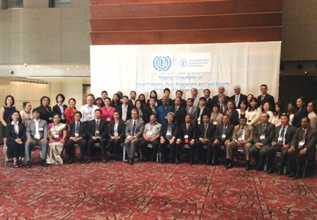 Group photo of Consultative Meeting participants