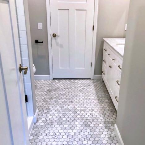 920 S 2nd St Bathroom