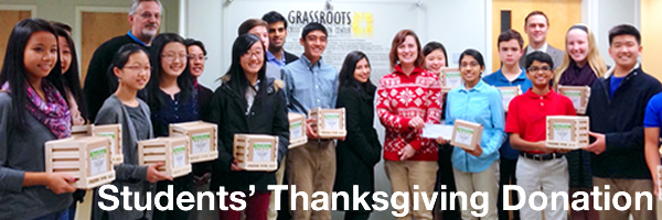 [PHOTO] Middle School Students' Thanksgiving FreshPaper Donation