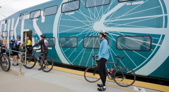 Bild: Fahrrad und Zugwaggon