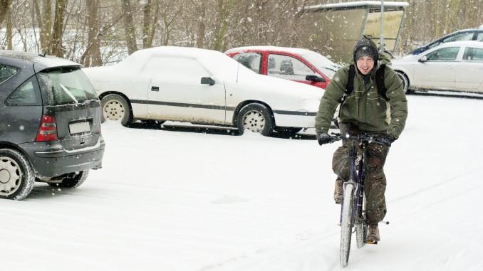 Bild: Radfahrer im Schnee