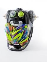 Trash Monster -imurin väreissä näkyvät vielä vappujuhlinnan jäljet.  Kuva: Jaakko Lukumaa.