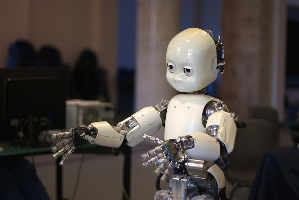 Foto de un robot humanoide