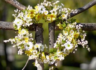 Daisy Berry Wreath