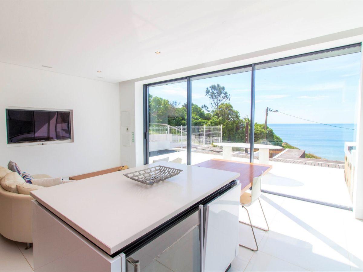 Villa - For Sale - Central Algarve - Near Beach