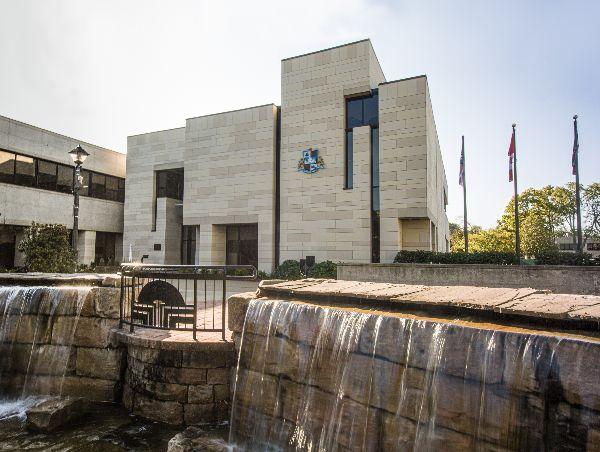 Outside view of Niagara Falls City Hall