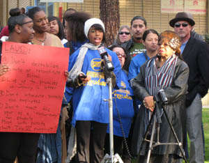 Student activist Anita Parker speaks on behalf of the Crenshaw Cougar Coalition at a press conference protesting the school district's reconstitution plan, Jan. 28, 2013. Photo: Karla Alegria